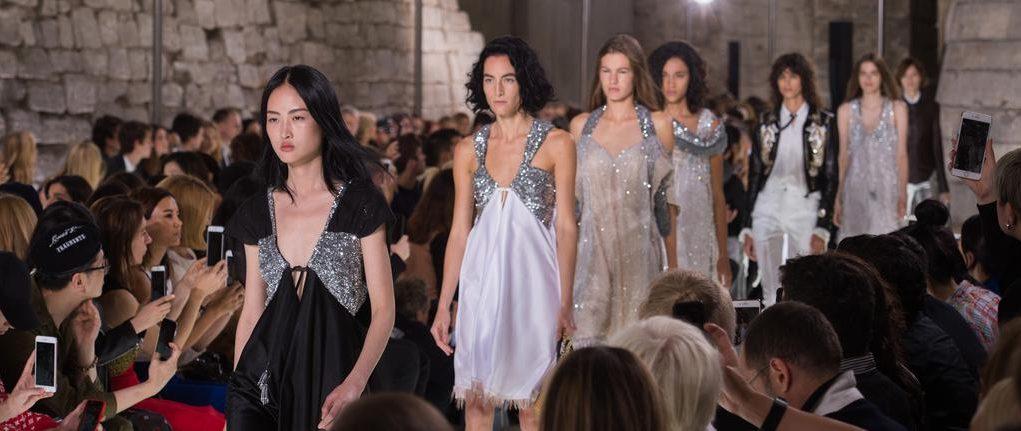 Défilé Louis Vuitton Prêt-à-porter Printemps-été 2018 - CELEBRITY MAGAZINE  -Magazine de Mode International fa889fbfb04